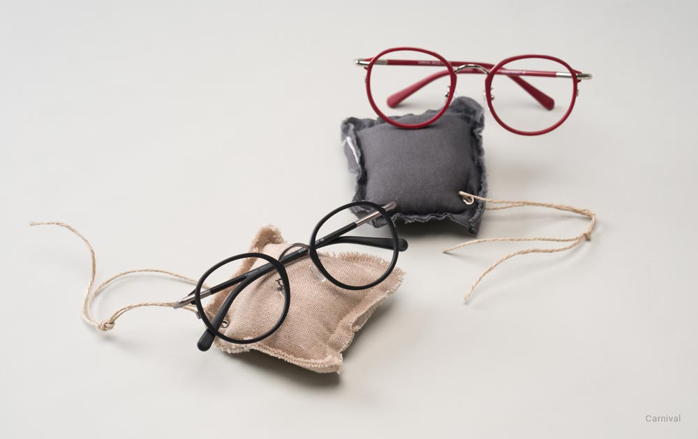 Two round progressive glasses on small cushions