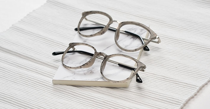 How to Keep Glasses Clean
